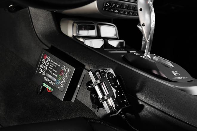 iPhoneを使って車高を操作することができるACCUAIR製を採用。