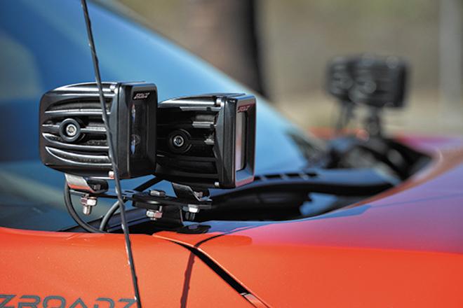 Aピラーの付け根にセットしたLEDフォグは、ZROADZ(ズィーロード)の製品