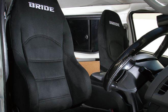 BRIDE、ハイエース、シート交換