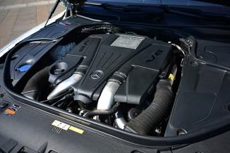 4.7Lのツインターボエンジンは最高出力455psと最大トルク71.4kg-mを発生。これだけの出力を弾き出すエンジンだから、4WDの採用は必然だった。