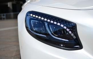 LEDデイライトのLEDのツブは、宝石のようにキラキラしている。このあたりも無駄に贅沢でオシャレ。