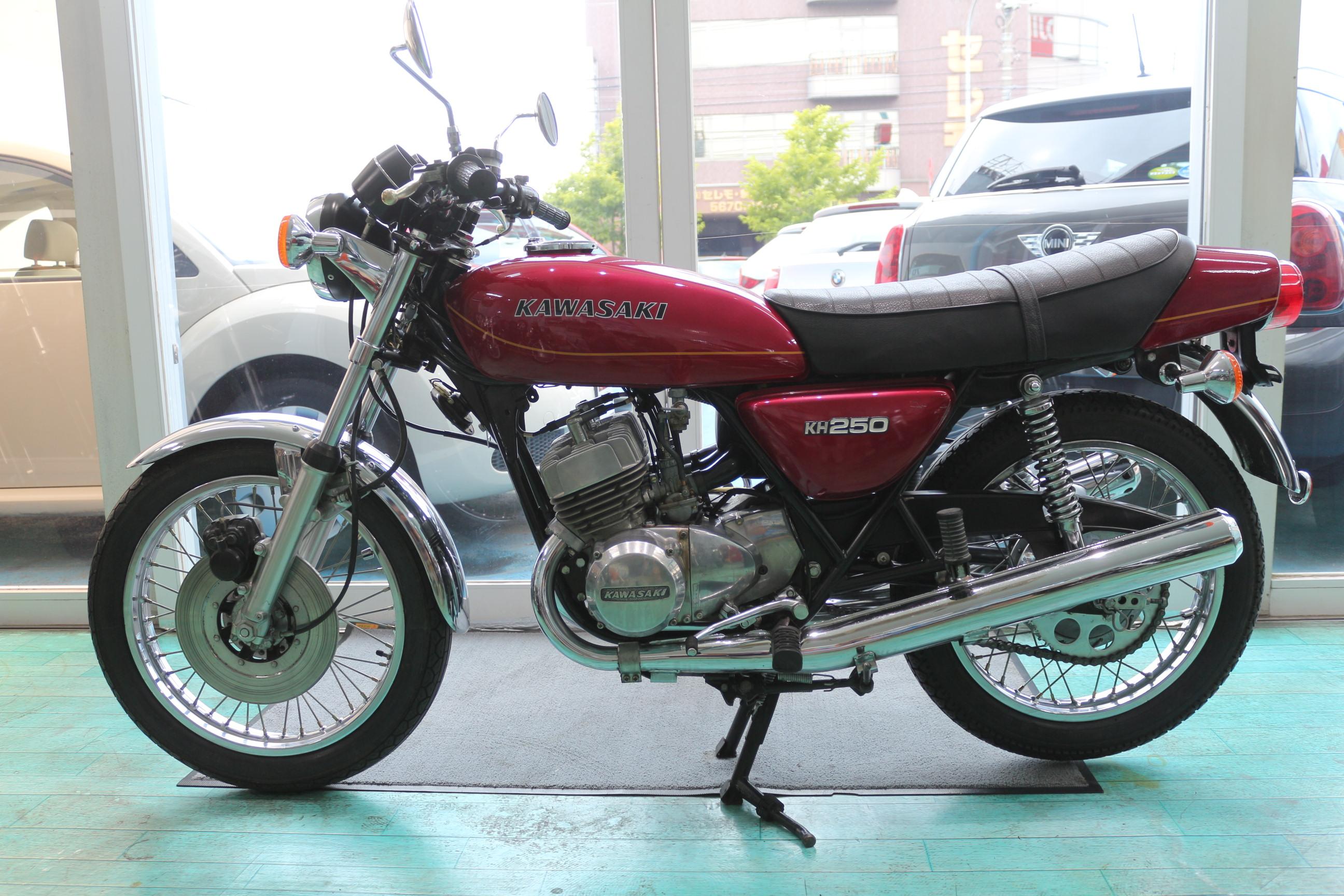 通称「ケッチ」と呼ばれるカワサキKH250
