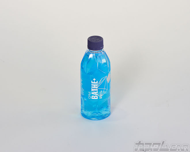 強力な撥水効果と約6週間の持続性が得られるワックスインシャンプー。水2〜3ℓに対して原液10ml( 付属のスプーン1杯分)を薄めて使用する。