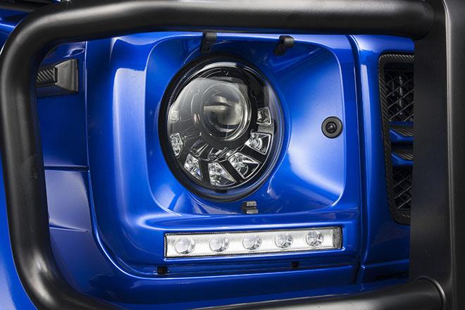 7つのLED が光るインナーブラックのバ イキセノンヘッドライト。