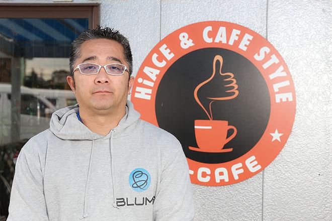 1973年、神奈川県生まれ。根っからのクルマ好きが高じてクルマ業界へ。大 手中古車店で15年以上の経験を積んだのちに独立、2009年にダイレクト カーズを創業。2011年より業態をハイエース専門に特化。ハイエースによ るさまざまな新しい生活を提案するハイエース・スペシャリスト。