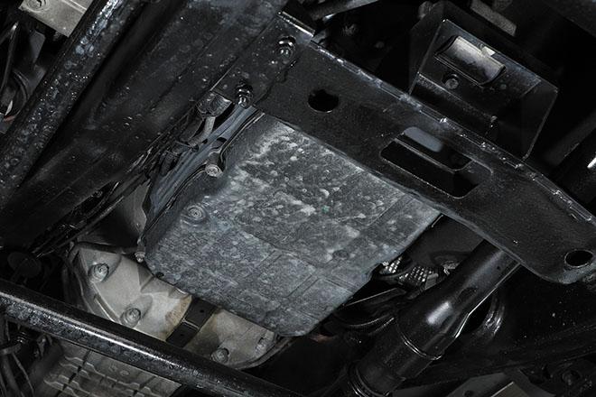 》》》ATF およびATF スクリーンの交換は慎重な作業になる 7速ATの一部はバルブボディにト ラブルが出やすいため、ATFおよび ATFスクリーンの交換は、それに精 通した工場で行う必要がある。