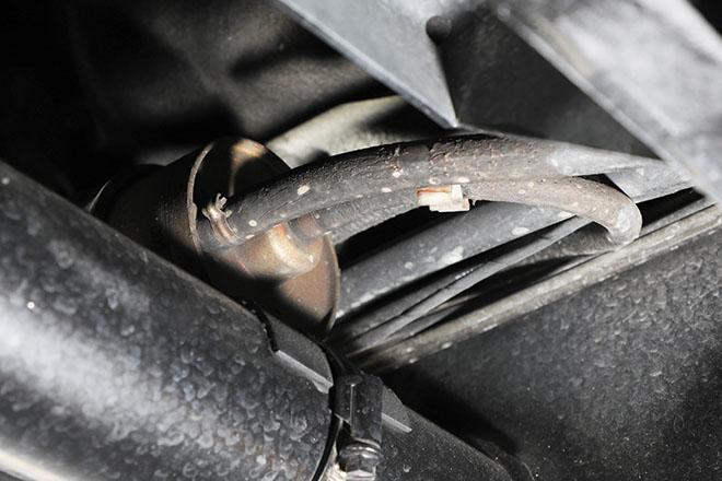 》》》燃料ホースとホースバンドと燃料フィルターの同時交換 燃料フィルター、燃料ホース、ホー スバンドは車検ごとに点検し、サビ などの劣化が酷い場合は交換してお きたいパーツ。