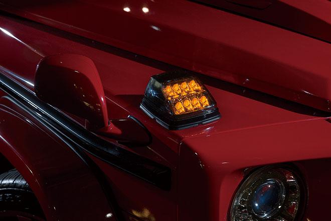 ハーフスモークのウィンカーレンズは8連LEDレンズ。