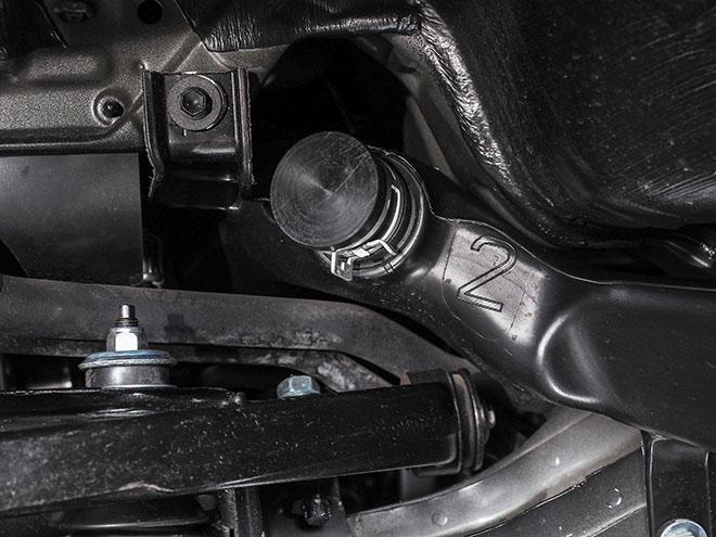 車高を下げるならキャンセル用のグロメットを使ってボックス撤去が基本。