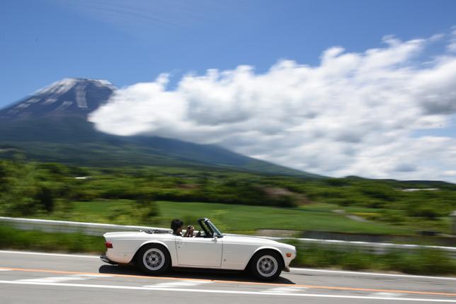 富士山とクラシックカー