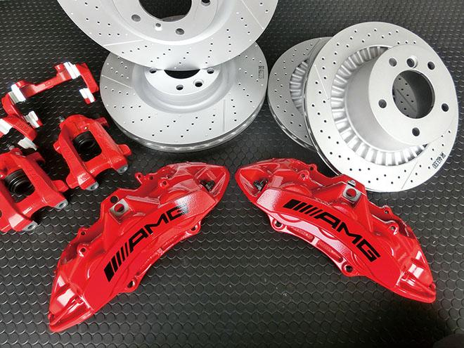 AMG ブレーキシステムの取り付けが可 能。レッドのAMG キャリパーは、外見の インパクトに大きく影響する。