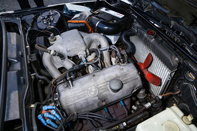 BMW、E21型、BMW318i、エンジンルーム