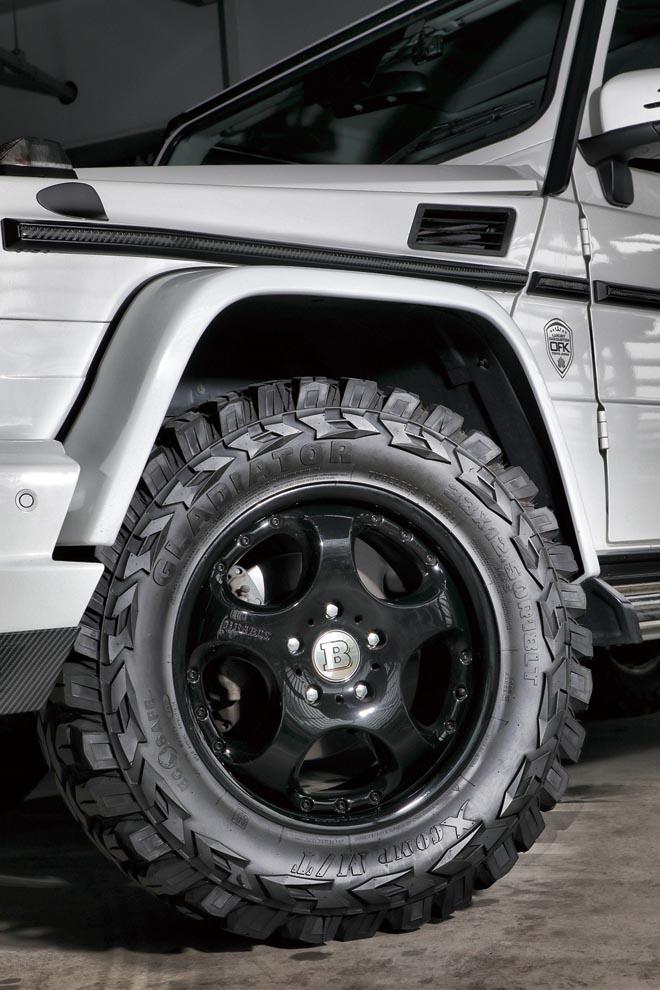 ブラバスの18インチアルミに、 GLADIATORのM/Tタイヤ、33×12.5R18 サイズを履く