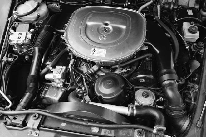 AMG 500GE 6.0、6.0 ℓのM117ユニットを収めたエンジンルーム