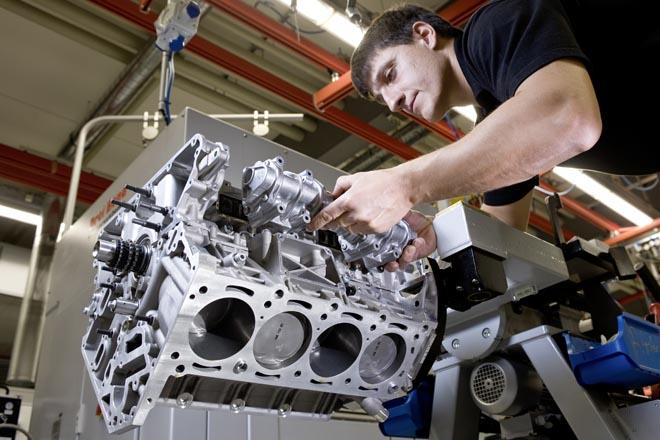 """One man-One Engine""""「一人のマイスターが、一つのエンジンを」という主義"""