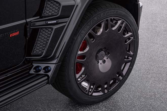 グロスブラック仕上げの23インチ鍛造アルミホイールモノブラックのプラチナムエディション